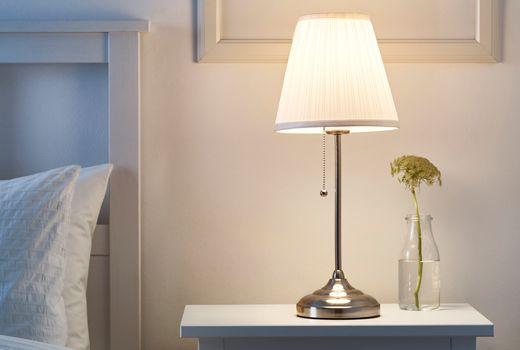 Ikea Lampe De Table Astrid Blanc Lampe Ikea Lampes De Table Lampe De Chevet Design