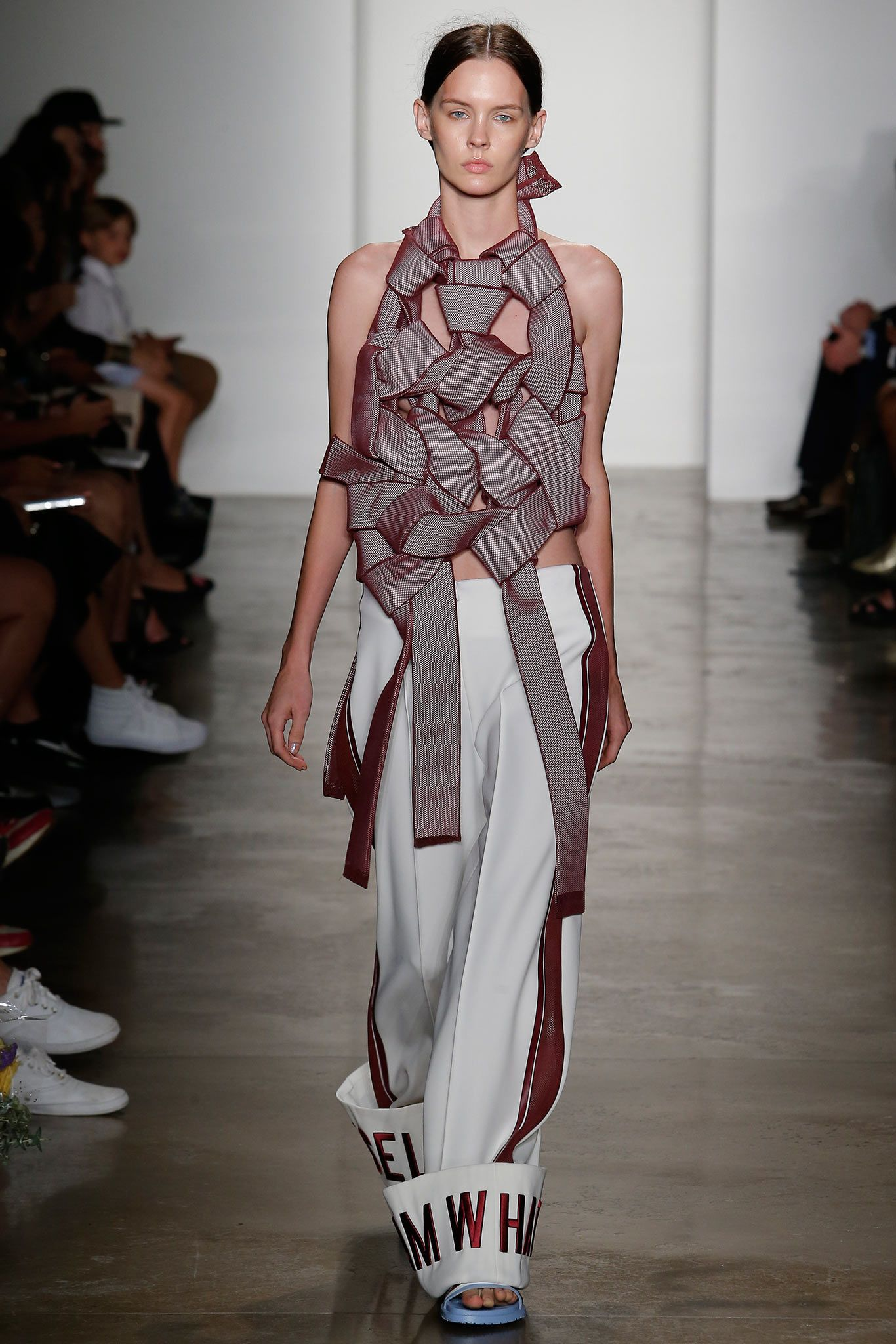 Mfa Fashion Design And Society At Parsons Spring 2015 Ready To Wear Collection With Images Textiles Fashion Fashion Fashion Show