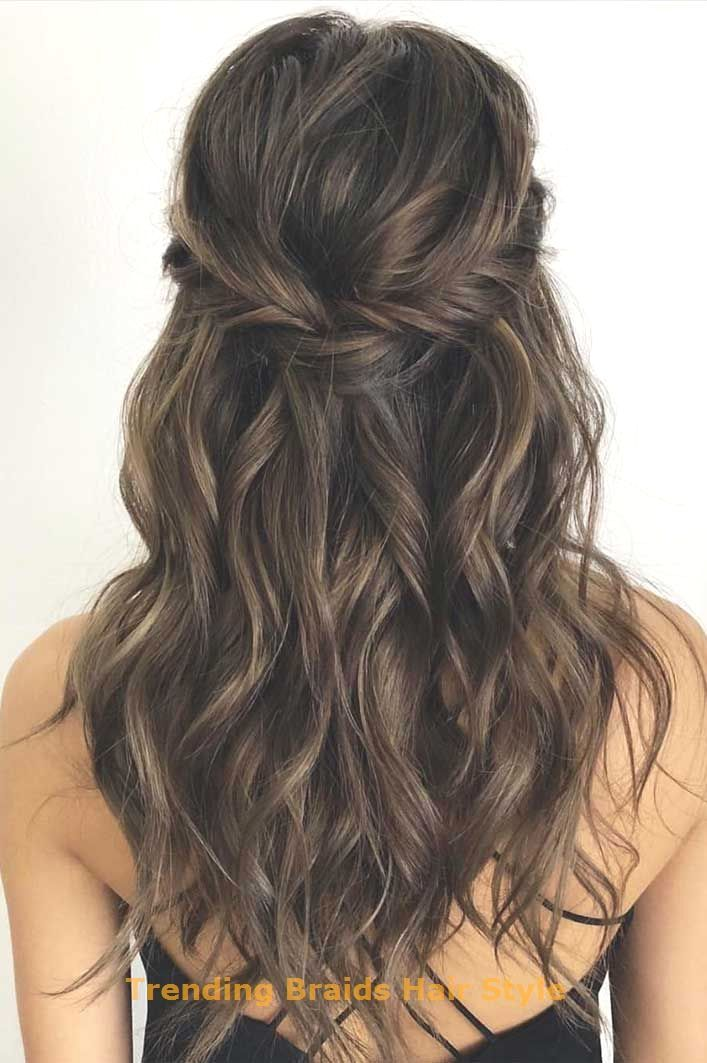 43 Gorgeous Half Up Half Down Hairstyles That Acconciature Capelli Lunghi Damigella Acconciature Capelli Lunghi Sposa Acconciature Capelli Lunghi Per Cerimonia