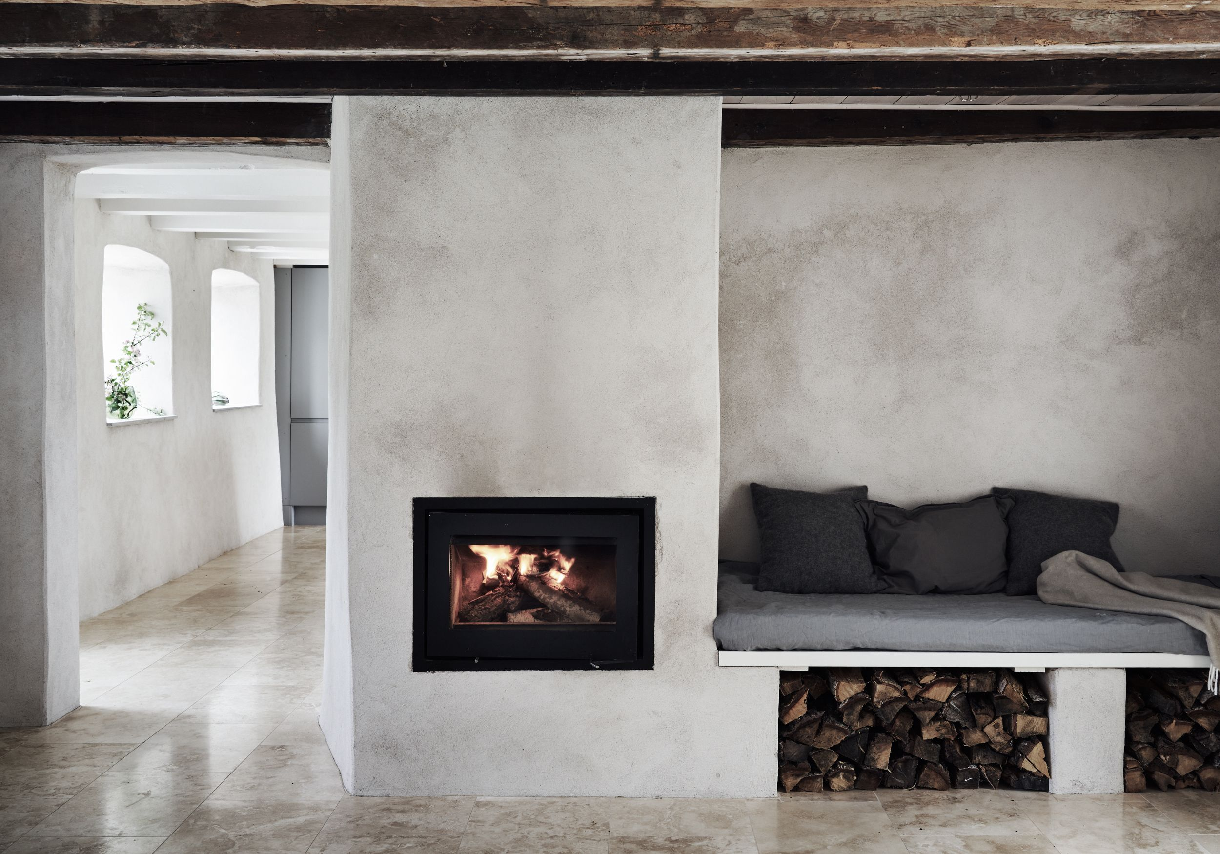 Love the grey wall and the little spot beside the fireplace 968527c56403d