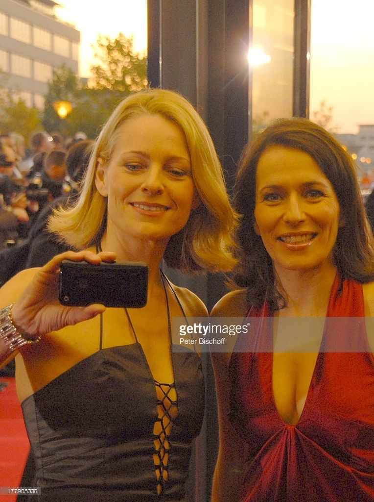 Anne Will Re Freundin Dr Miriam Meckel Beide In Kleidern Von Sonja Kiefer Zdf Gala Verleihung Deutscher Fernsehpreis 2 Anne Will Promis Schauspieler
