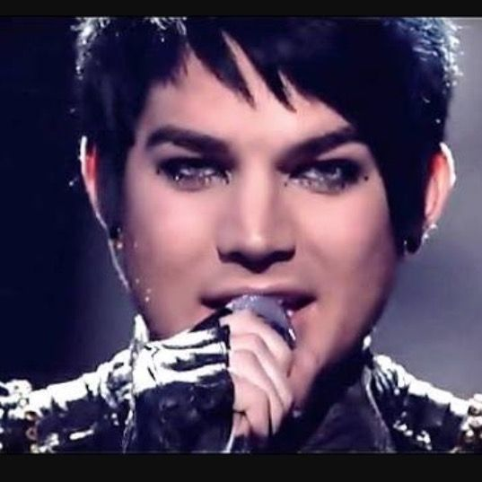 Finale 2009 American Idol Adam Lambert Singing With Kiss