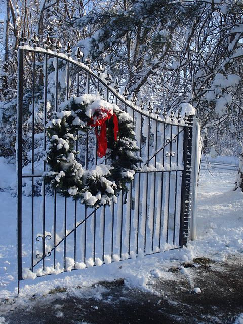 Love The Wreath On Wrought Iron Gate Christmas
