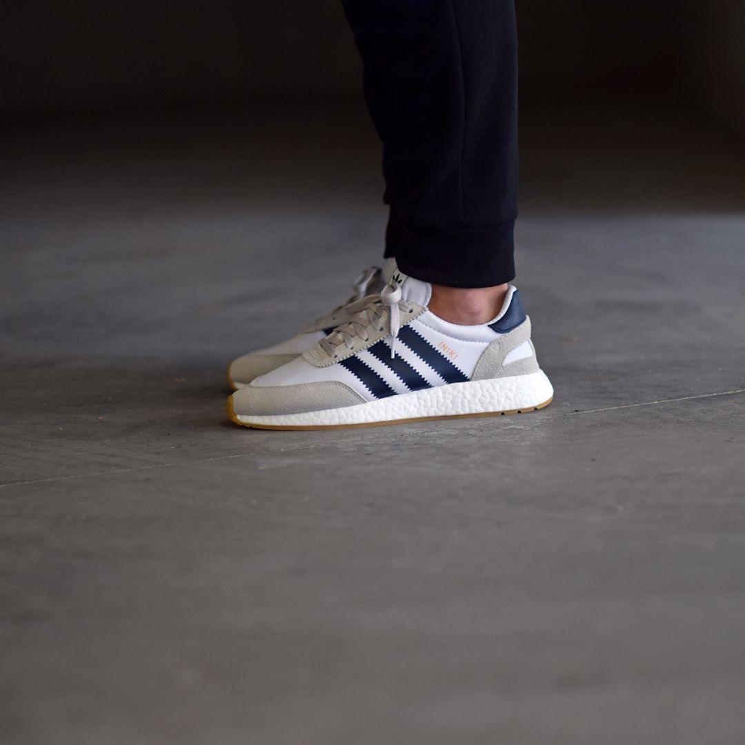 Adidas Iniki Runner blanco Navy Gum disponible / available: