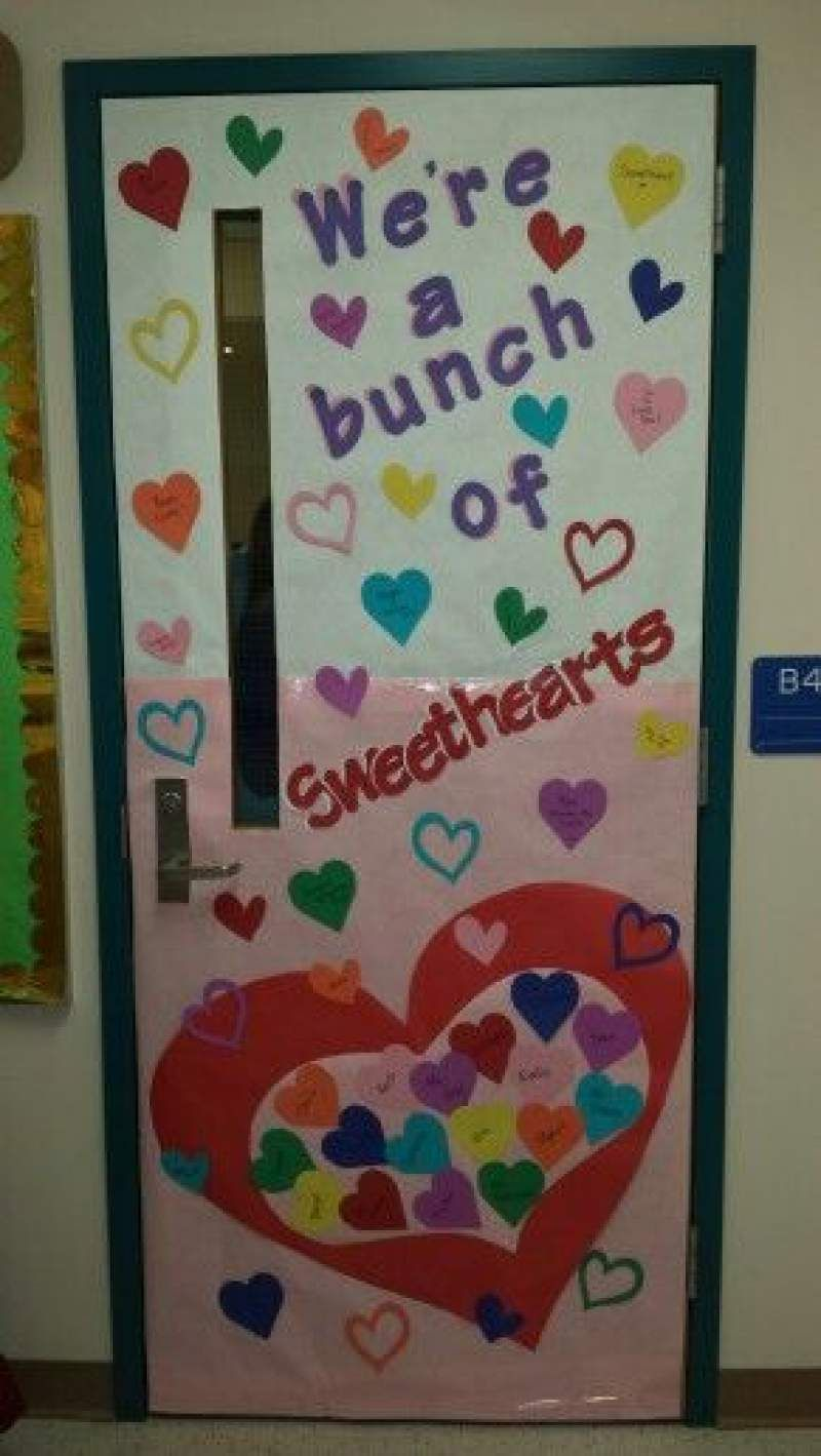 Valentine Door Decorations Ideas to spread the seasons greetings #falldoordecorationsclassroom