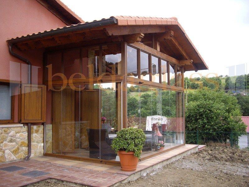 Terraza porche de madera acristalada con cortinas de - Madera para porches ...