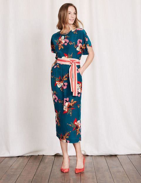 With sleeves and back detailing influenced by vintage kimonos, this dress is  decorated with a