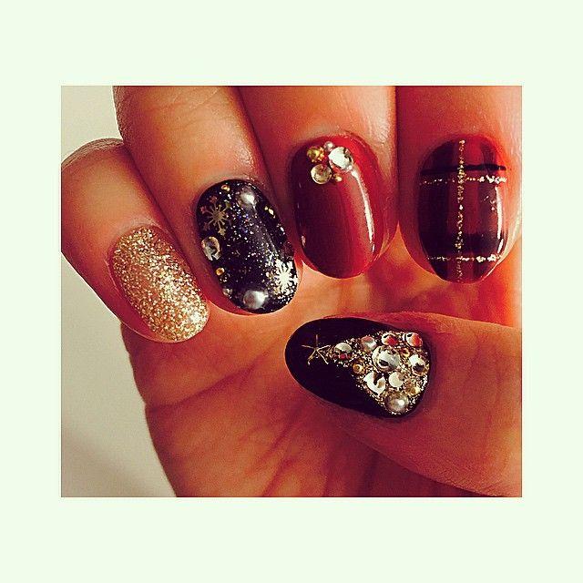 Right hand #christmasnailsart#nailart#jellnail#christmas#plaid#plaidnail#goodnight#nails#esnail#melrose#melrosenail#fashion#christmastree#젤네일#네일아트