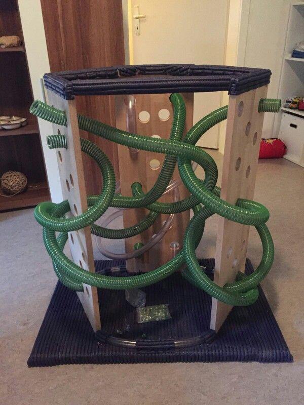 Kugelbahn Aus Holz Und Schläuchen Plus