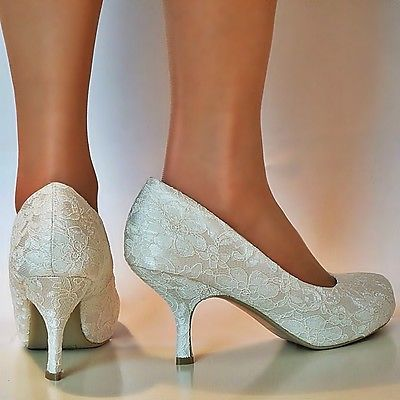 Ladies ivory lace court shoe