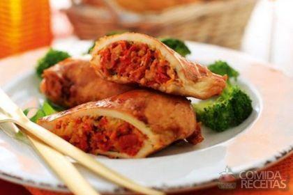 Receita de Filé de frango recheado com tomate seco, pinhão e manjericão em receitas de aves, veja essa e outras receitas aqui!