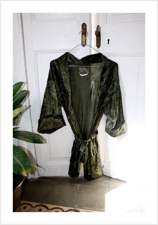 Embroidered Velvet Dark Green Kimono by Nanetteshop on Etsy https://www.etsy.com/listing/224280555/embroidered-velvet-dark-green-kimono