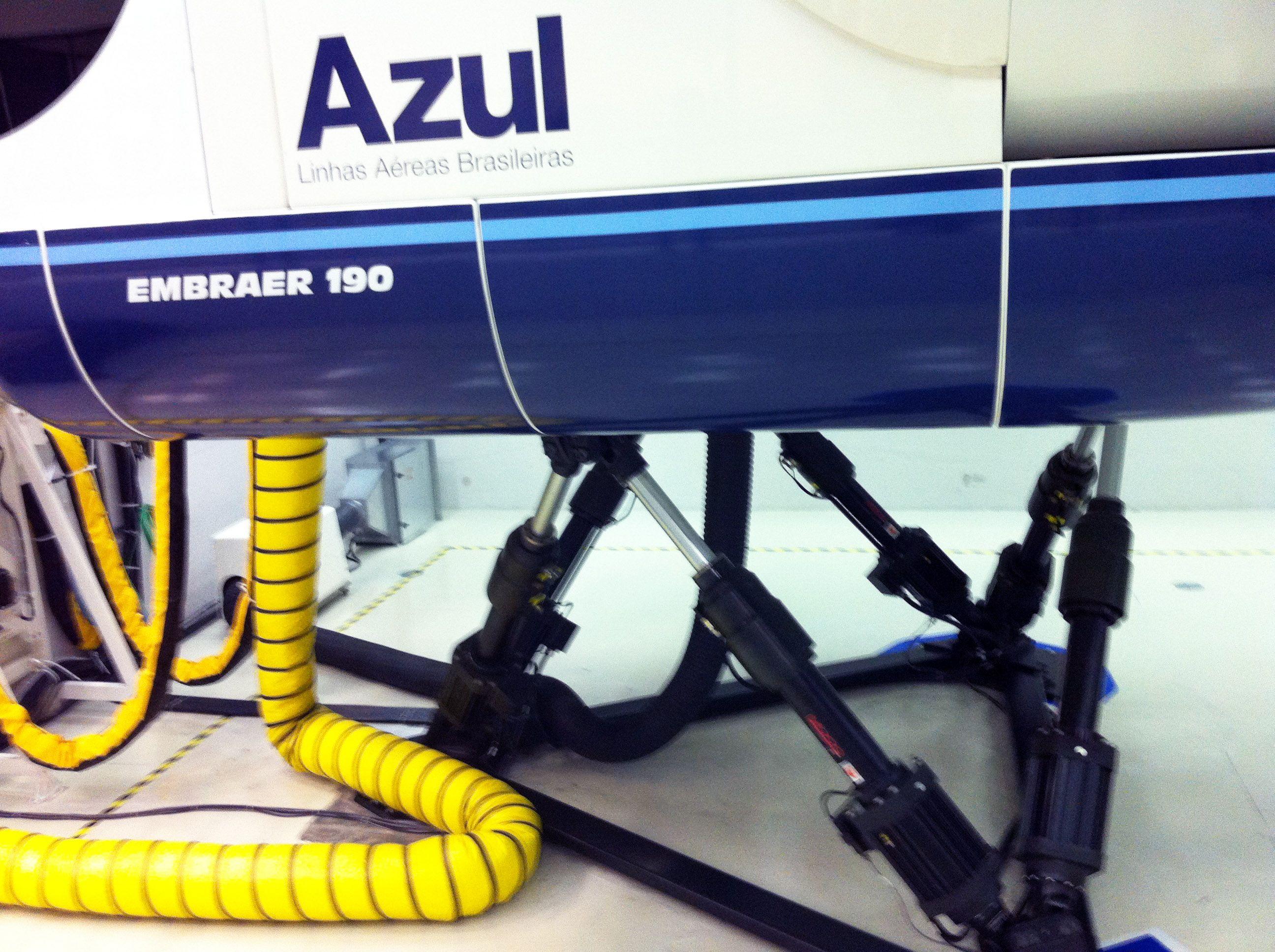 7a787fcd6d Detalhes   Simulador de voo Embraer 190.   Pinterest   Home ...