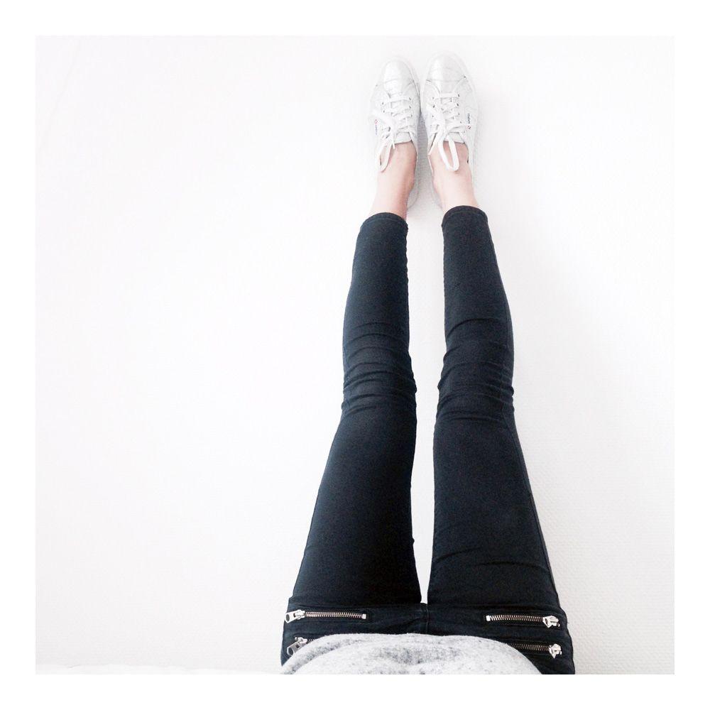 slim-skinny-zip-Topshop-et-tennis-Superga-argent.jpg (1000×1000) Blog : The-Black-Feather.com Instagram : @lydiamarceau