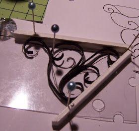 Siguiendo con el calendario de adviento, hoy me toca a mi y para ello he preparado el tutorial de este tejadillo que he hecho para mi casa ...