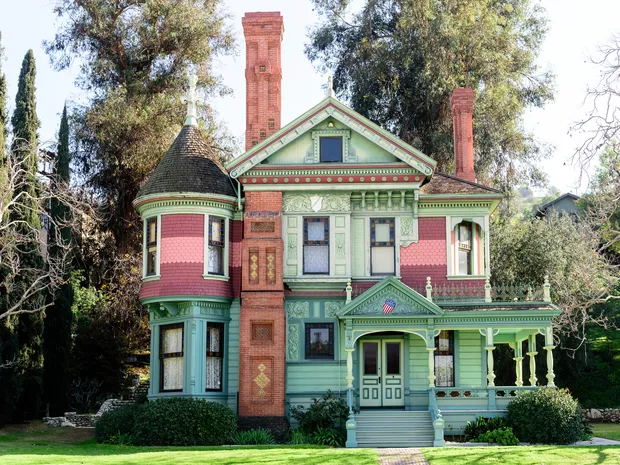 Things To Do In Los Angeles 26 Best Attractions Old Victorian Homes Victorian Homes Victorian Homes Exterior