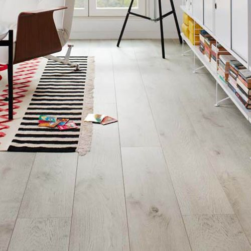 Tarima flotante blanca de pergo pavimentos pinterest for Decoracion dormitorios piso flotante