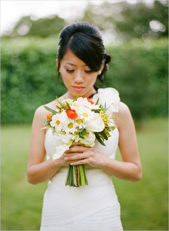 Summer Floral Ideas From Signature Bloom is part of Casual garden Wedding - If you are still on the fence on what your wedding florals are going to be, we have some marvelous ideas for you form Signature Bloom  From the sweet and lovely garden bouquet all the way to an elegant vintage number for all you hopeless romantics