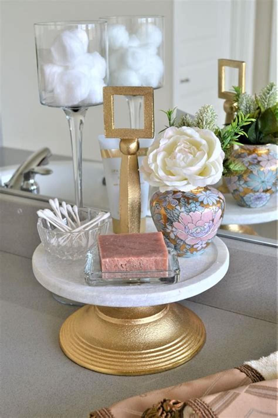 40 Beautiful Bathroom Vanity Tray Decor Ideas (With images ...