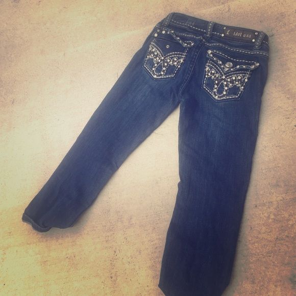 La idol crop jeans size 1 but fit like a 0 Cute missing button and missing letter a LA Idol Jeans Ankle & Cropped
