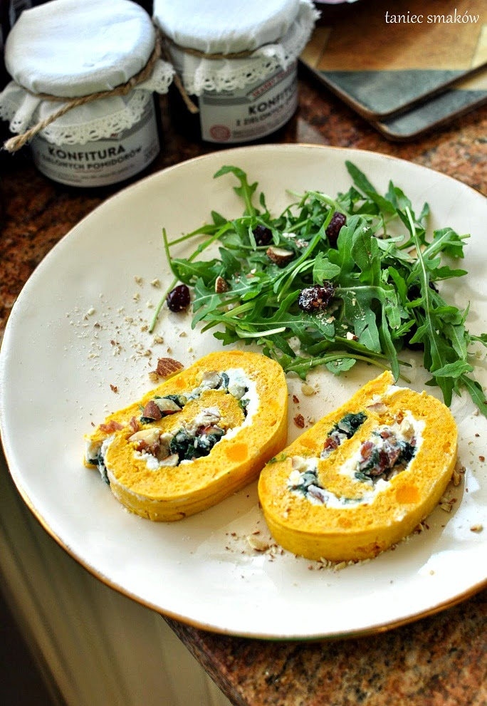 Dyniowa Rolada Z Ricotta I Szpinakiem Food Persimmon Fruit