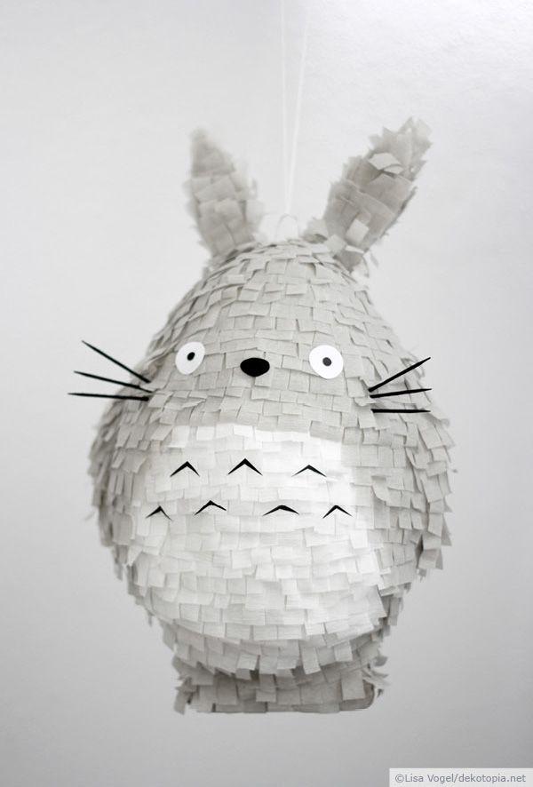 """Piñata Totoro  --  Kennt ihr Studio Ghibli? Wenn nicht, gibt es hier auf jeden Fall Nachholbedarf, denn die japanischen Animes wie """"Prinzessin Mononoke"""" oder """"Chihiros Reise ins Zauberland"""" sind einfach nur toll! Ic..."""