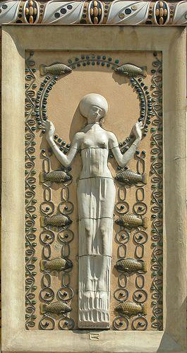 Decor Art Nouveau D Une Facade A Prague Ivory Inspiration