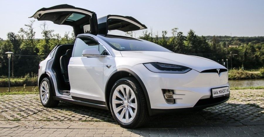 White Tesla Model X 100d With Flaconwing Doors Open Tesla Model X Tesla Model Tesla Car
