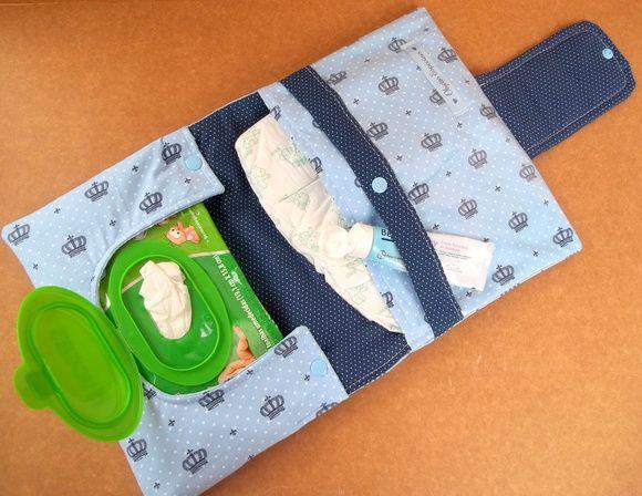 Porta Fraldas, Lencinho e Pomada, de tecido.  Estampa a escolher (Consultar mostruário ao final do anúncio)    Porta Fraldas, Lenço Umedecido e Pomada / Kit Higiene para bebês  - 1 bolso para fraldas (Cabem até 3 fraldas)  - 1 bolso para pomada etc  - 1 bolso para os lenços umedecidos