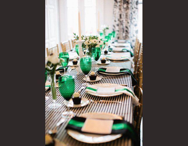 decoration de table vert emeraude. Black Bedroom Furniture Sets. Home Design Ideas