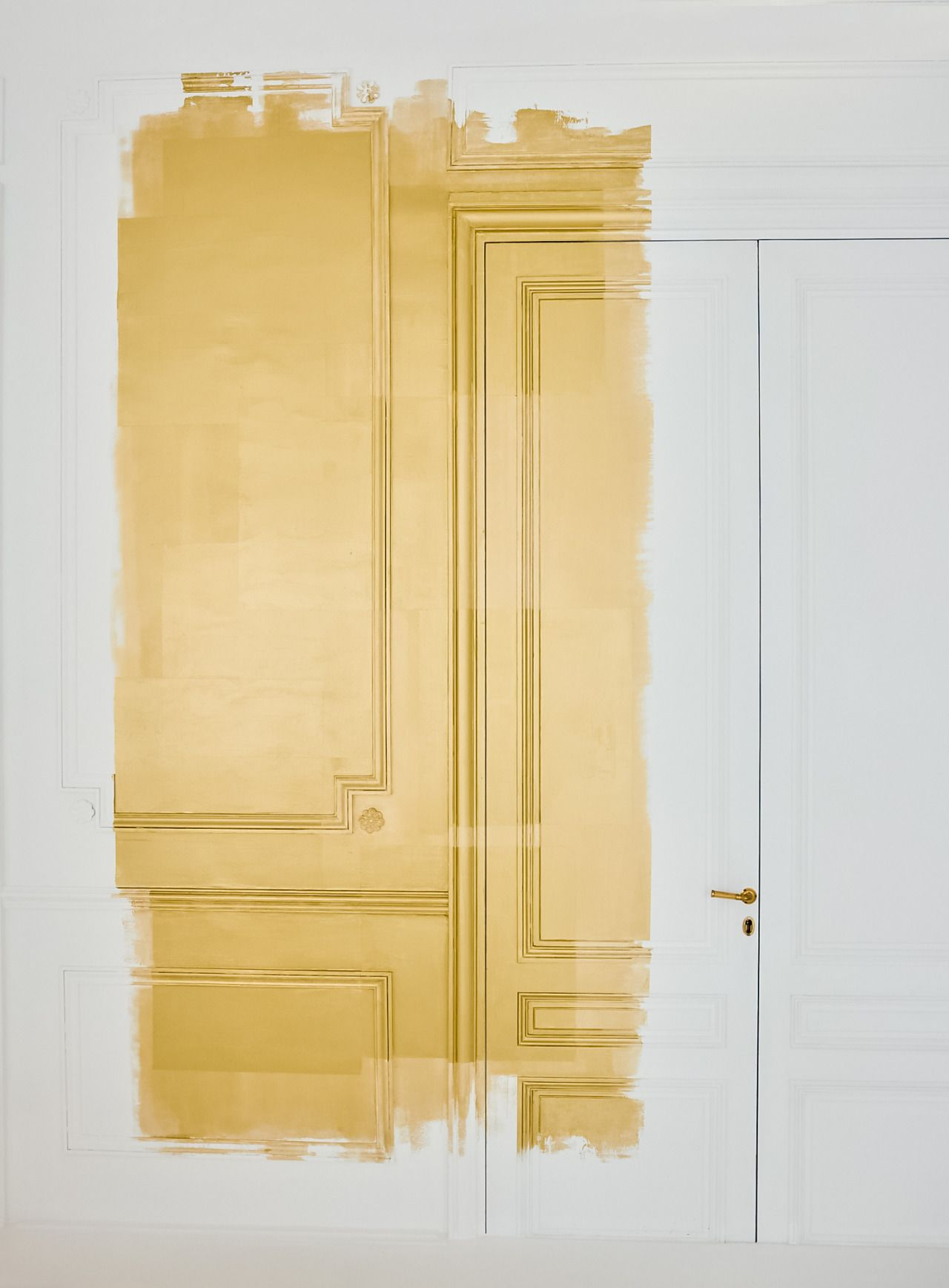 Wandfarbe Gold Farbe Wandgestaltung Gold Metallic Paint On The Wall As In Ateliers Christian Dior Moods