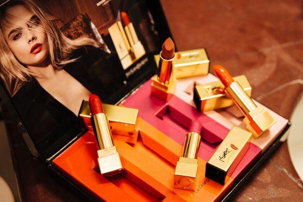 Vesto le mie labbra con Rouge Pur Couture di YSL - http://www.2fashionsisters.com/labbra-rouge-pur-couture-ysl/ - 2 Fashion Sisters Fashion Blog - #CaraDelevigne, #Rossetto, #RougePurCouture, #YSL, #YvesSaintLaurentBeauté