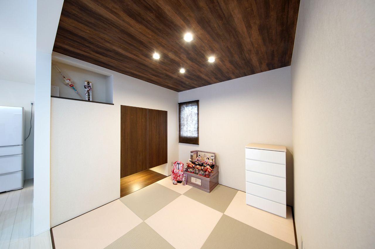 カラー畳を使用した落ち着いた和室 神棚も設置しました 神棚