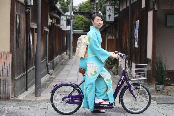 A bicycle made just for cycling in kimono! I want it!