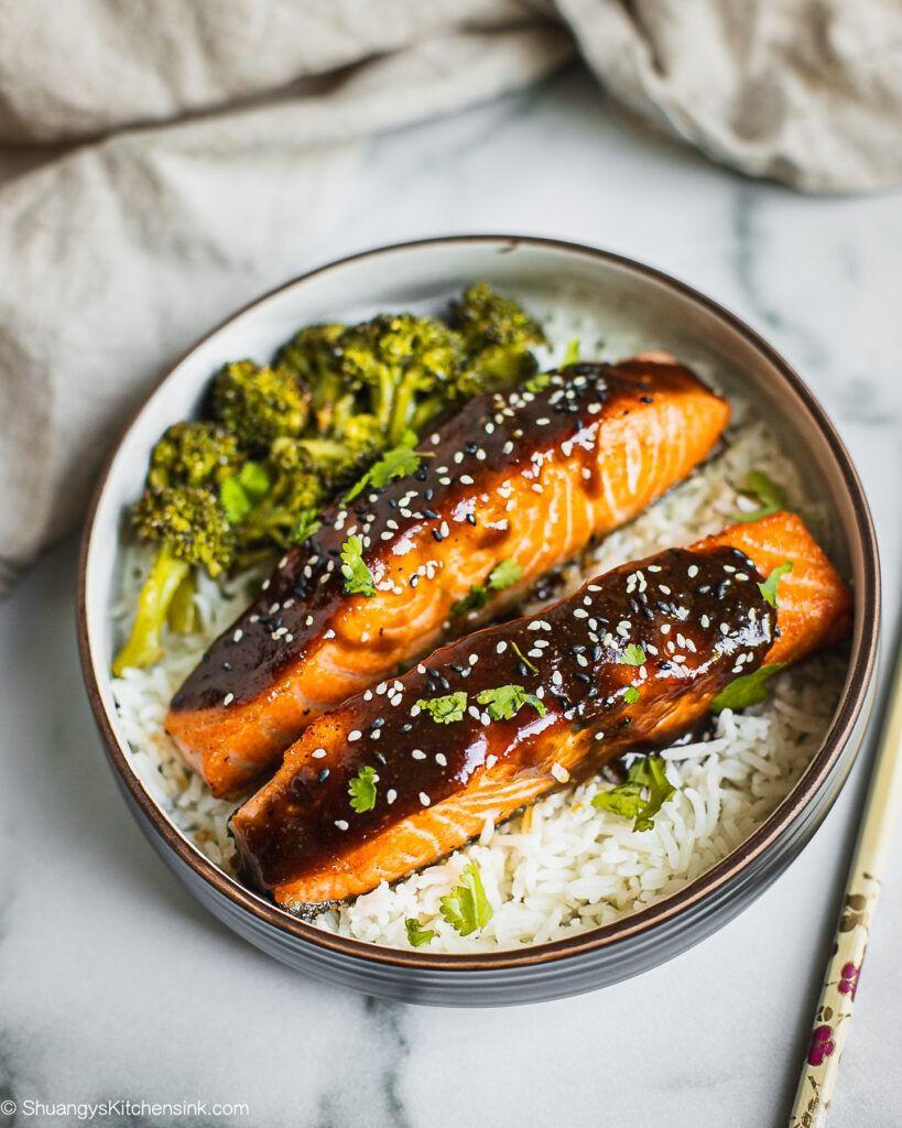 Crispy Teriyaki Glazed Salmon {Whole30} | Shuangy's Kitchen Sink