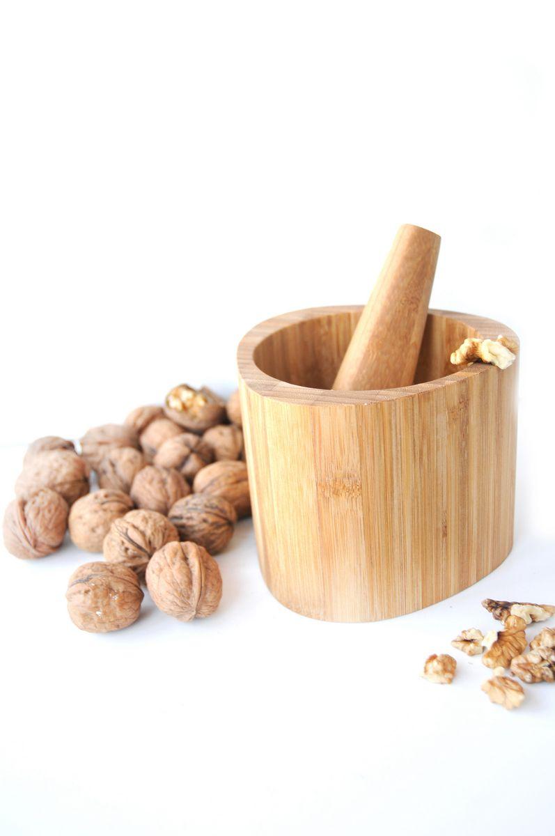 Bambum Toma Havan ile sarımsak, ceviz ve baharatlarınızı bambunun antibakteriyel yapısı sayesinde çok daha sağlıklı bir şekilde dövebileceksiniz.Toma estetik duruşu ve sıcak görünümü ile vazgeçilmeziniz olacak.    Ürün Boyutları (cm) : Havan 12.4x12.7x10 - Havan Eli 3.8x12