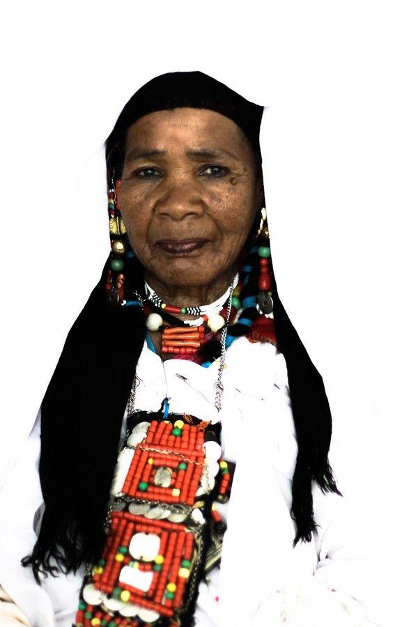 Africa   Tuareg woman. Southern Algeria   ©Donquishoote