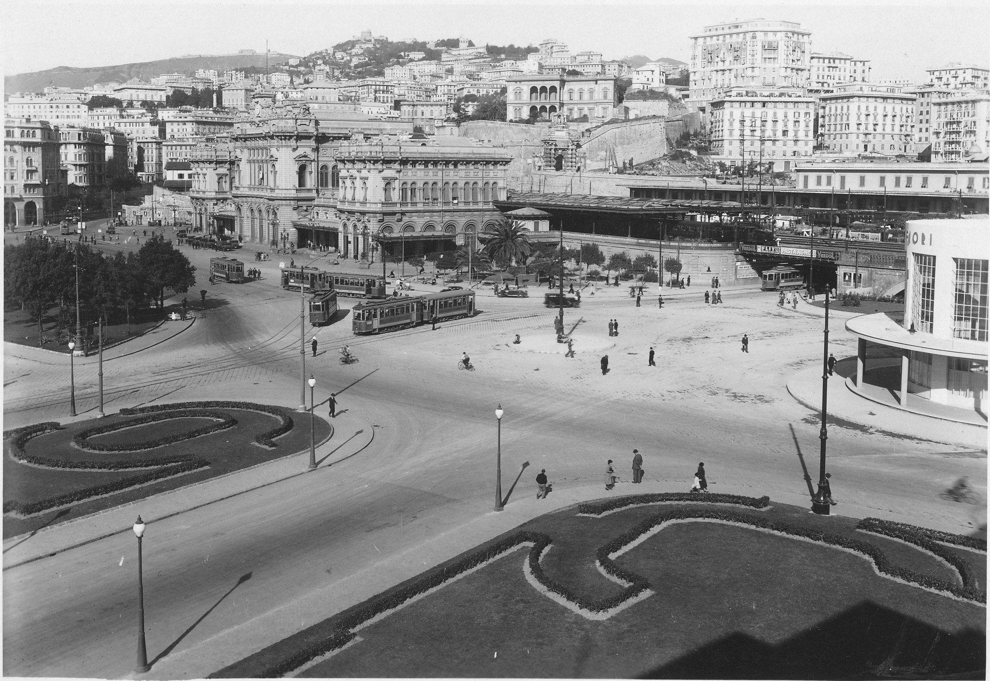 Genova. Stazione ferroviaria di Brignole e Piazza Giuseppe ...