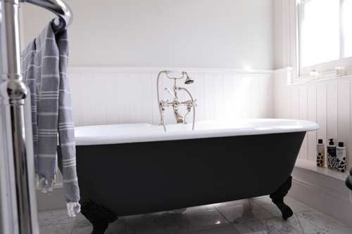 23 Traditional Black And White Bathrooms To Inspire Digsdigs The Tub Of Course