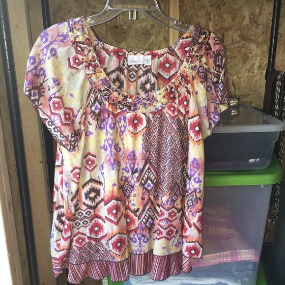 Top Another beautiful top. It's a pullover. It doesn't have any stretch to it at all. It is very pretty on. Looks real nice also with a pair of blue jeans. Kim Rogers Tops Blouses