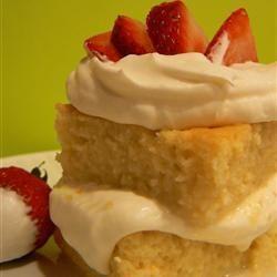 En este pastel se usan 3 tipos de leche (leche entera, leche condensada, leche evaporada) y crema para batir, un pastel delicioso.