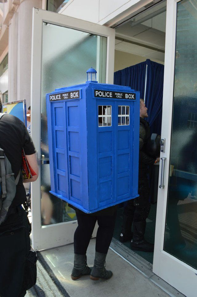 Comic Con 2013 TARDIS.  Why am I not there?!