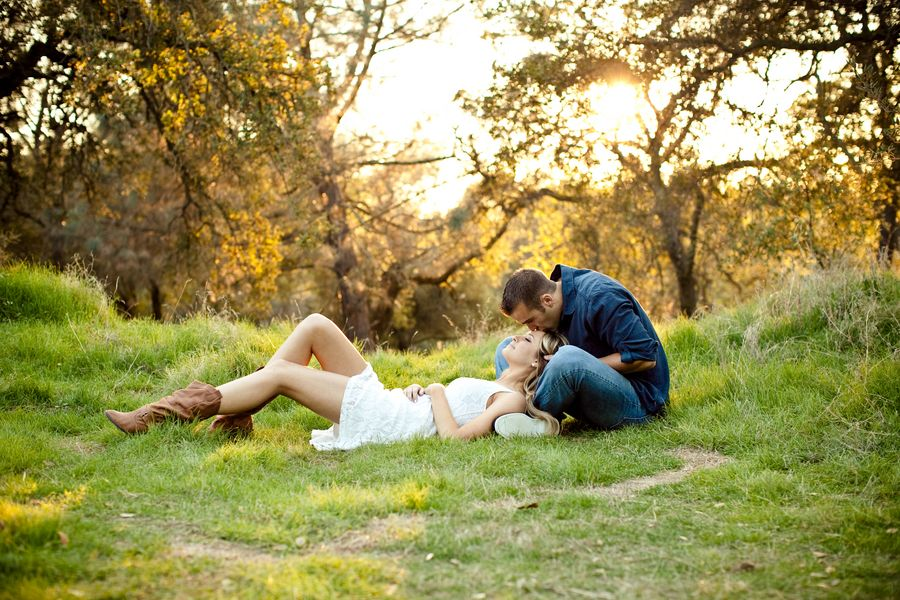 A Chic Outdoorsy Styled Engagement Shoot From California