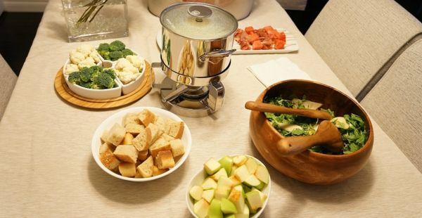 fondue beilagen passend ausw hlen f r eine perfekte partyorganisation fondue pinterest. Black Bedroom Furniture Sets. Home Design Ideas