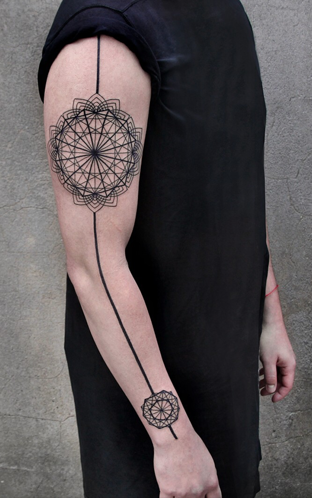 24 Creative Arm Tattoo Designs For Men That All Women Love A Simple Linework Or Geometric Design Is Mor Tattoos For Women Arm Tattoos For Women Tattoo Designs