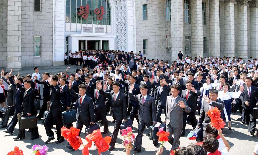 김일성사회주의청년동맹 제9차대회 참가자들 평양 도착