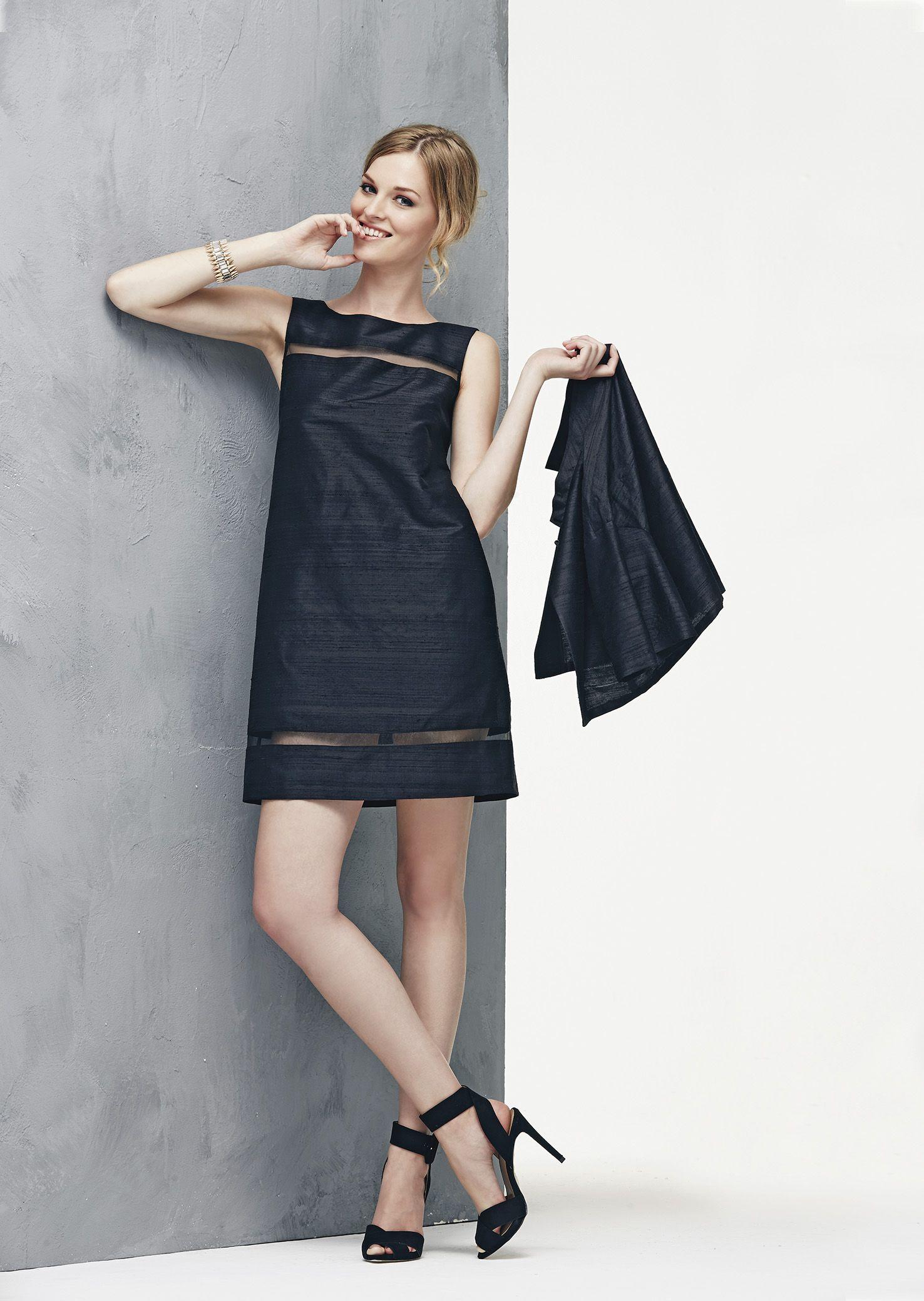 82a0a7ca43 Shantung di seta nera per l'abito a trapezio con bordure trasparenti ...