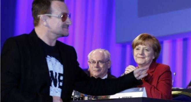 Ο Bono κατά της Τρόικας, ενώ οι U2 αναβάλλουν δίσκο και περιοδεία