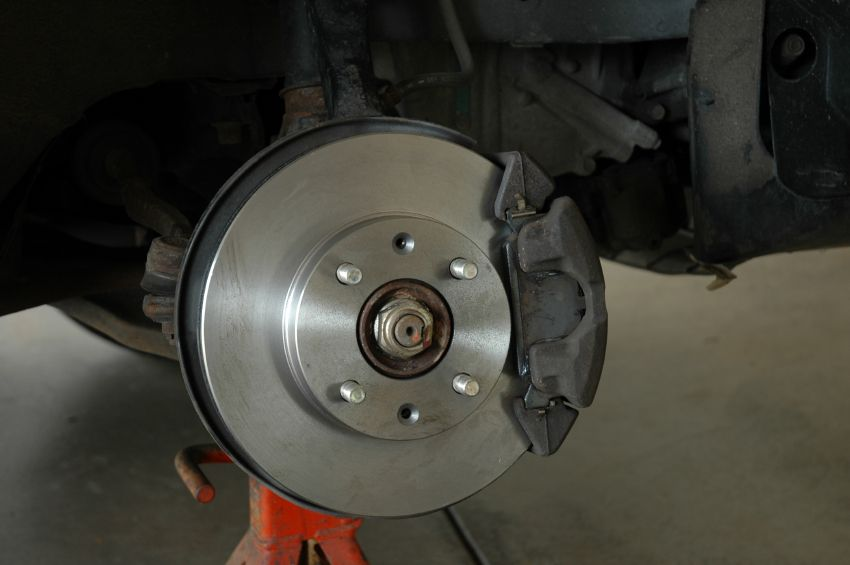 Choose The Right Brake Pads Rotors Fluid For Your Vehicle Here S How Advance Auto Parts Diy Garage Blog In 2020 Transmission Shop Auto Repair Auto