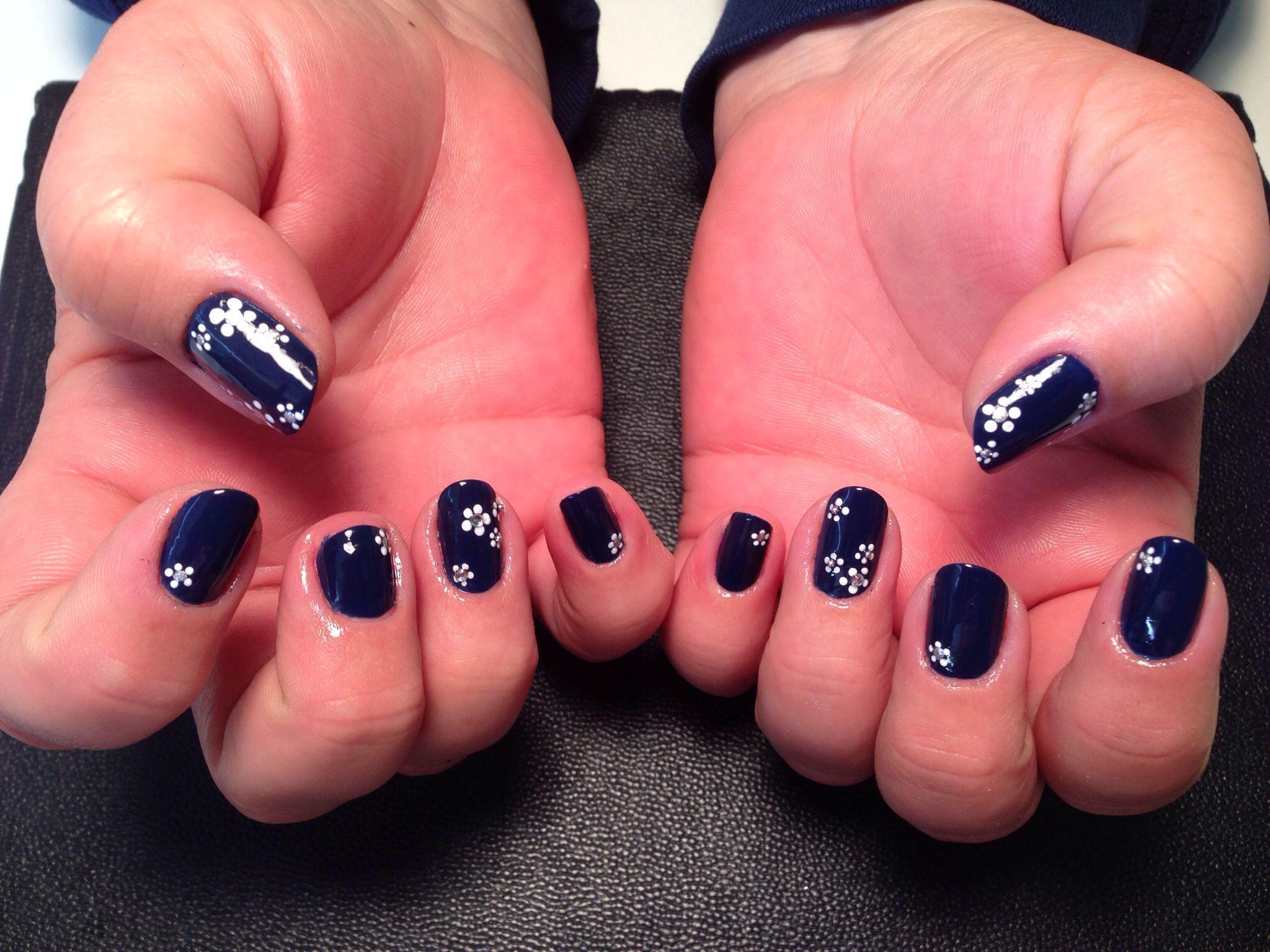 Blue and daisy nail art 2 by tash | My nail art | Pinterest | Daisy ...